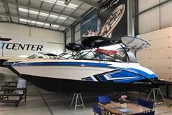 Yacht Charter Chaparral Vortex 223 VRX
