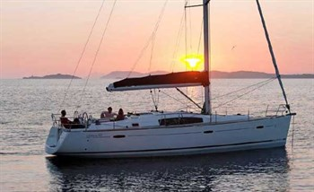 Yacht Charter Oceanis 43 Playmaker - Sailing Yacht in Sukosan - Croatia