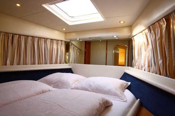 Yacht Charter Azimut 36