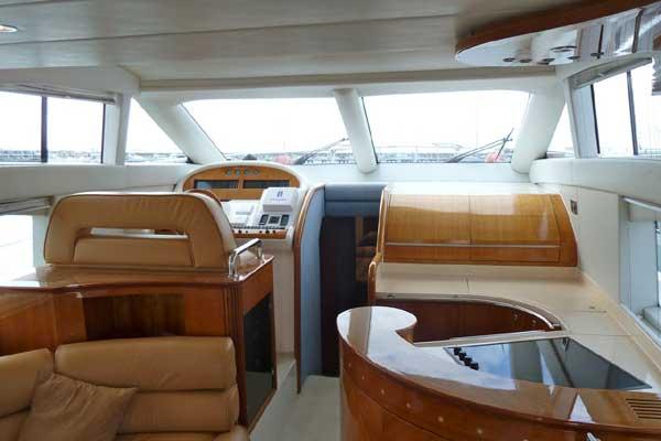 Yacht Charter Azimut 52