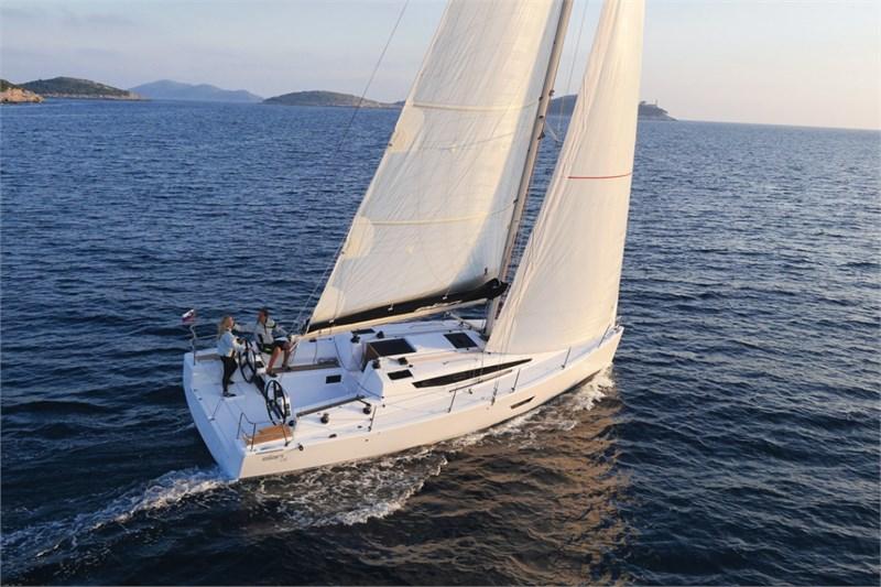 Аренда яхты Elan E4  /2020