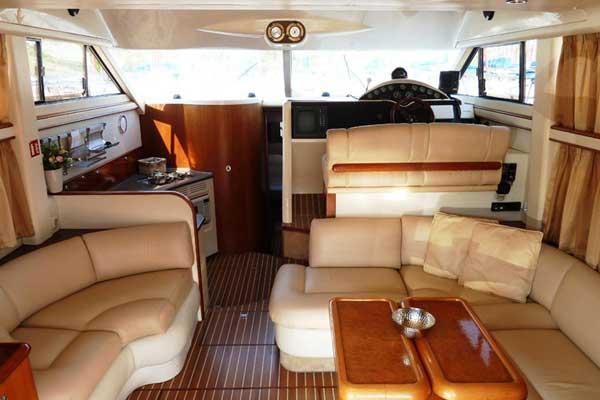 Yacht Charter Fairline Phantom 40