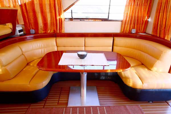 Yacht Charter Princess 480