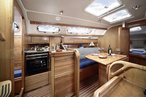 Yacht Charter Bavaria 31 Cruiser ...