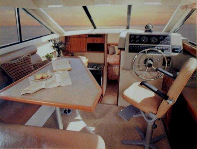 Yacht Charter Bayliner 3388