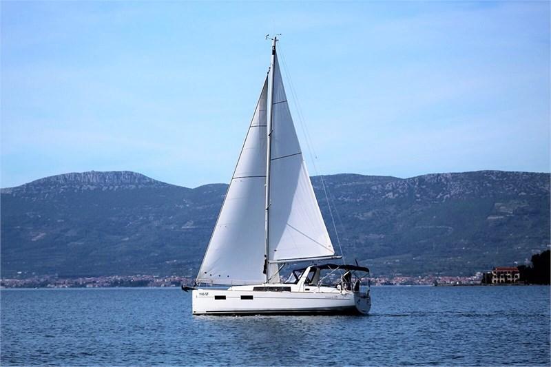 Аренда яхты Oceanis 35 (3Cab)  /2016