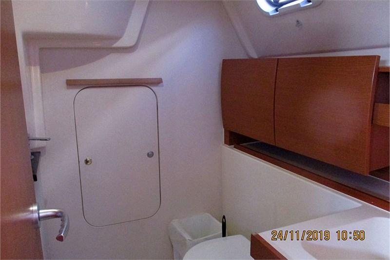 custom/33490/SAILACTIVE_Hanse325_toilet_pic12 800 533