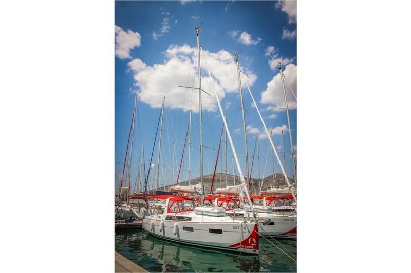 Аренда яхты Oceanis 35 (3Cab)  /2018