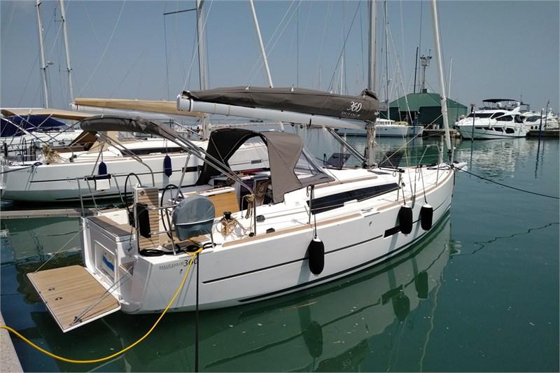 Yacht Charter Dufour 360 Grand Large (3Cab) Naples