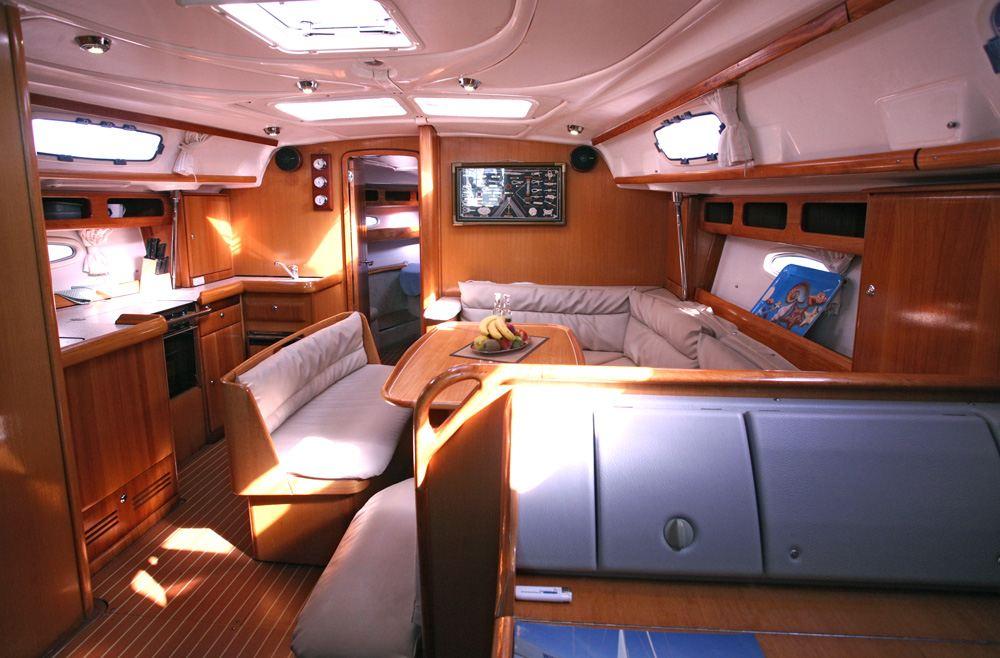 yacht charter bavaria 42 cruiser 3cab. Black Bedroom Furniture Sets. Home Design Ideas