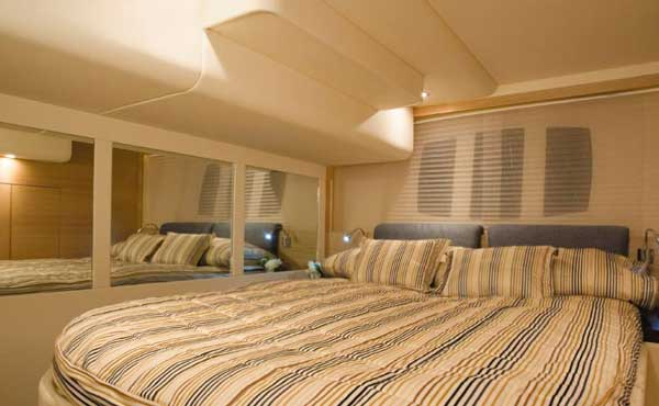 Yacht Charter Fairline Phantom 48