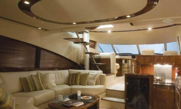 Yacht Charter Fairline Squadron 58
