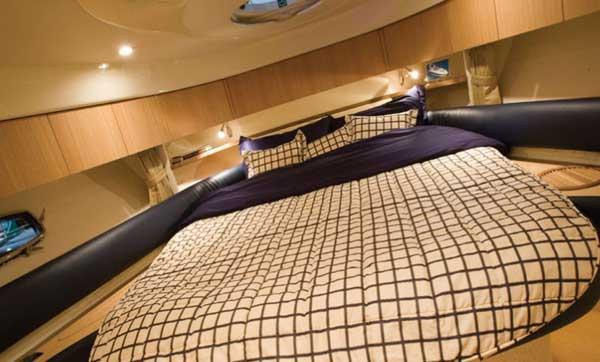 Yacht Charter Fairline Targa 47 GT