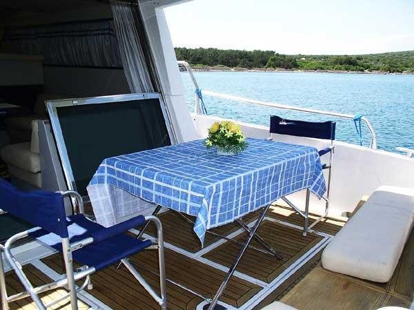 Yacht Charter Ferretti 39 fly - Punat - A - Adriatic / North - Croatia - ...