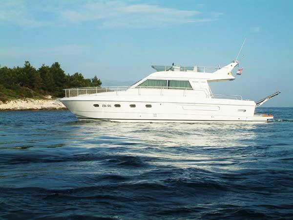 Yacht Charter Ferretti 39 fly