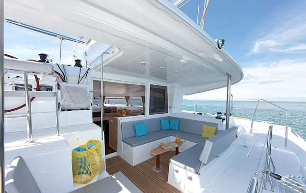 Yacht Charter Lagoon 400 ...