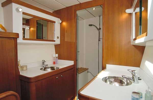 Yacht Charter Lagoon 570 ...