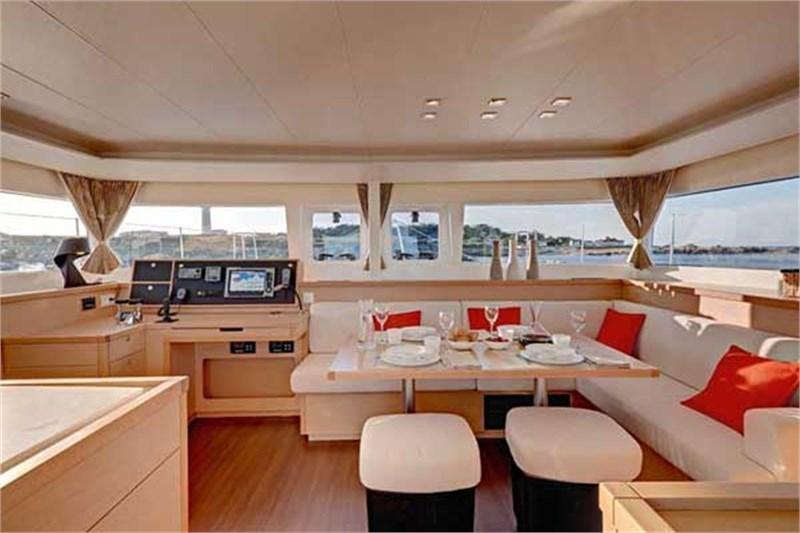 Yacht Charter Lagoon 450 ...