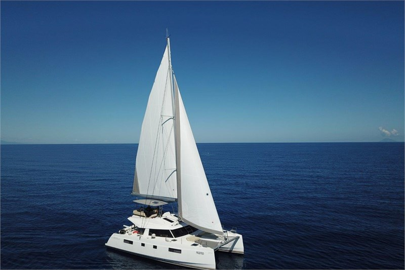 https://media.yachtbooker.com/images/800x533/custom/39877/nautitech_46_vista_dall_alto_pic2.jpg