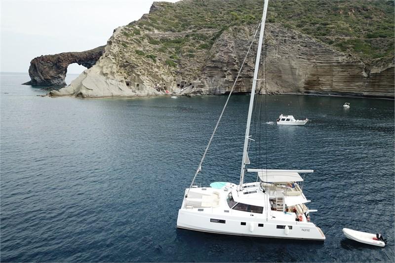https://media.yachtbooker.com/images/800x533/custom/39877/overview_4_pic7.jpg