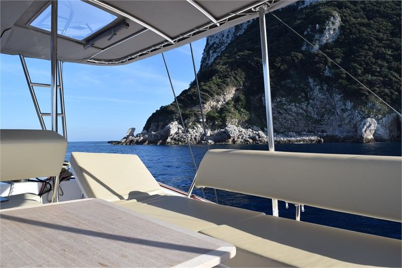 https://media.yachtbooker.com/images/800x533/custom/39878/Fly_sdraio_pic22.jpg