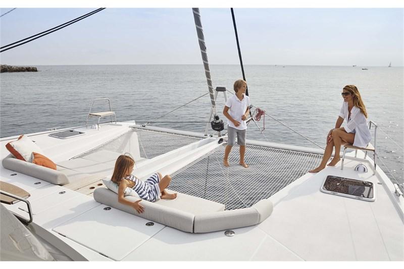 https://media.yachtbooker.com/images/800x533/custom/39878/Nautitech03012_smaller_pic9.jpg