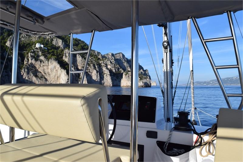 https://media.yachtbooker.com/images/800x533/custom/39878/Timone_2_pic21.jpg