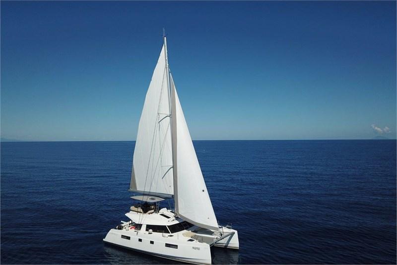 https://media.yachtbooker.com/images/800x533/custom/39878/nautitech_46_vista_dall_alto_pic1.jpg