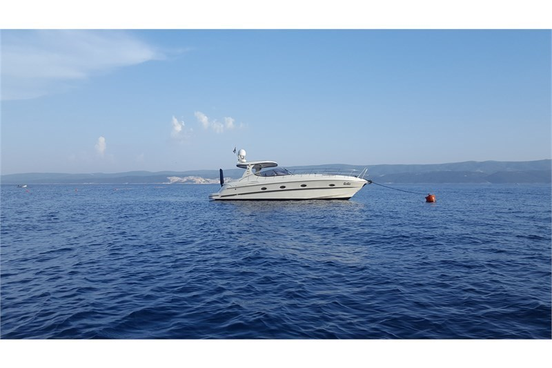 Yacht Charter Mira 43 Split